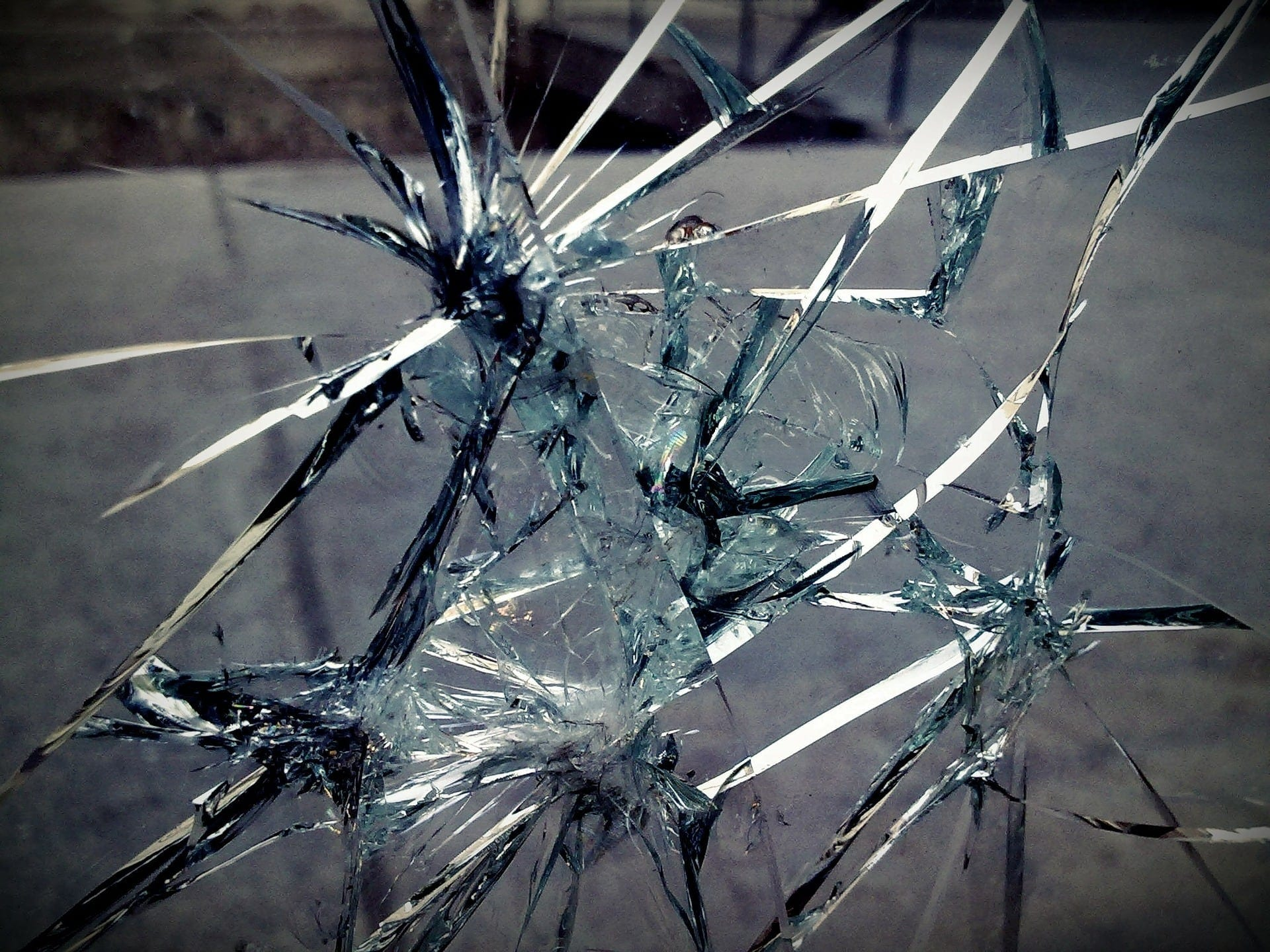 Why-is-it-dangerous-to-drive-with-a-broken-windshield?-Deans-Autoglass